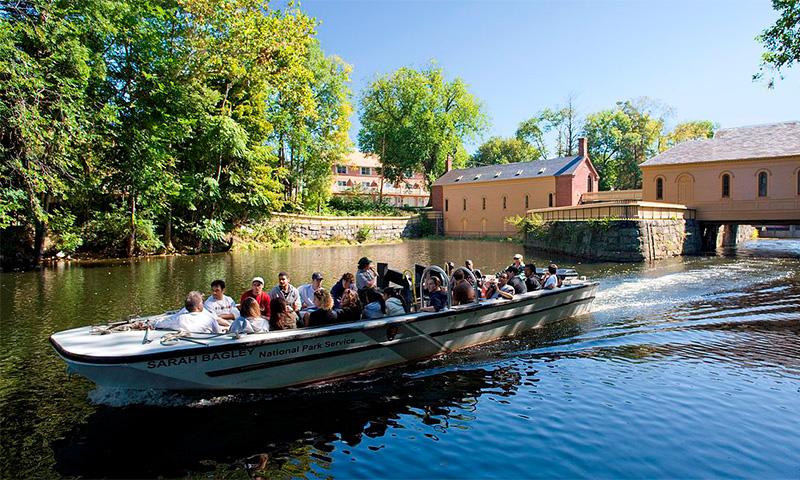 گشت با قایق -Boat tour